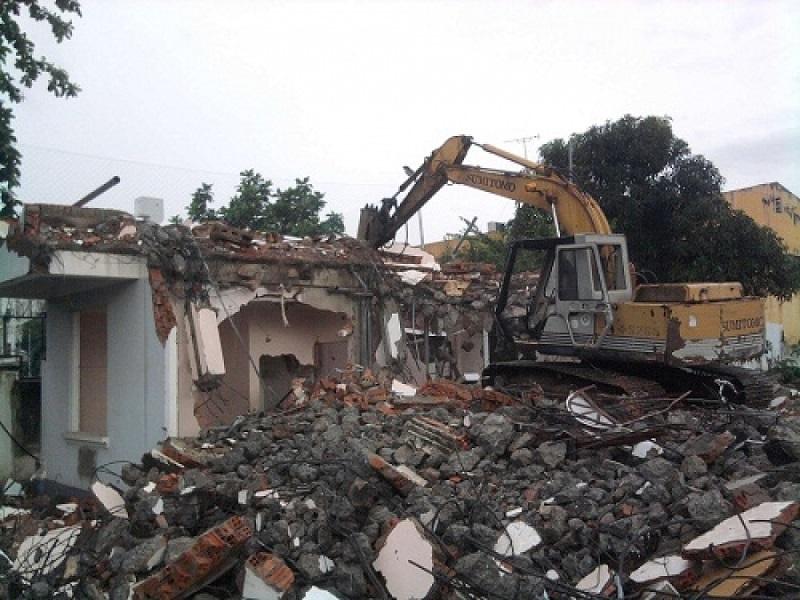 phá dỡ nhà cũ giá rẻ tại quận 4