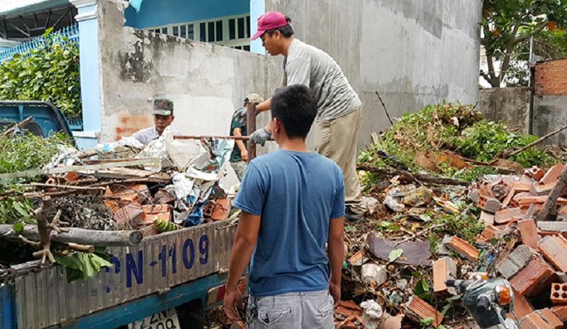 Dọn rác công trình tại quận 7